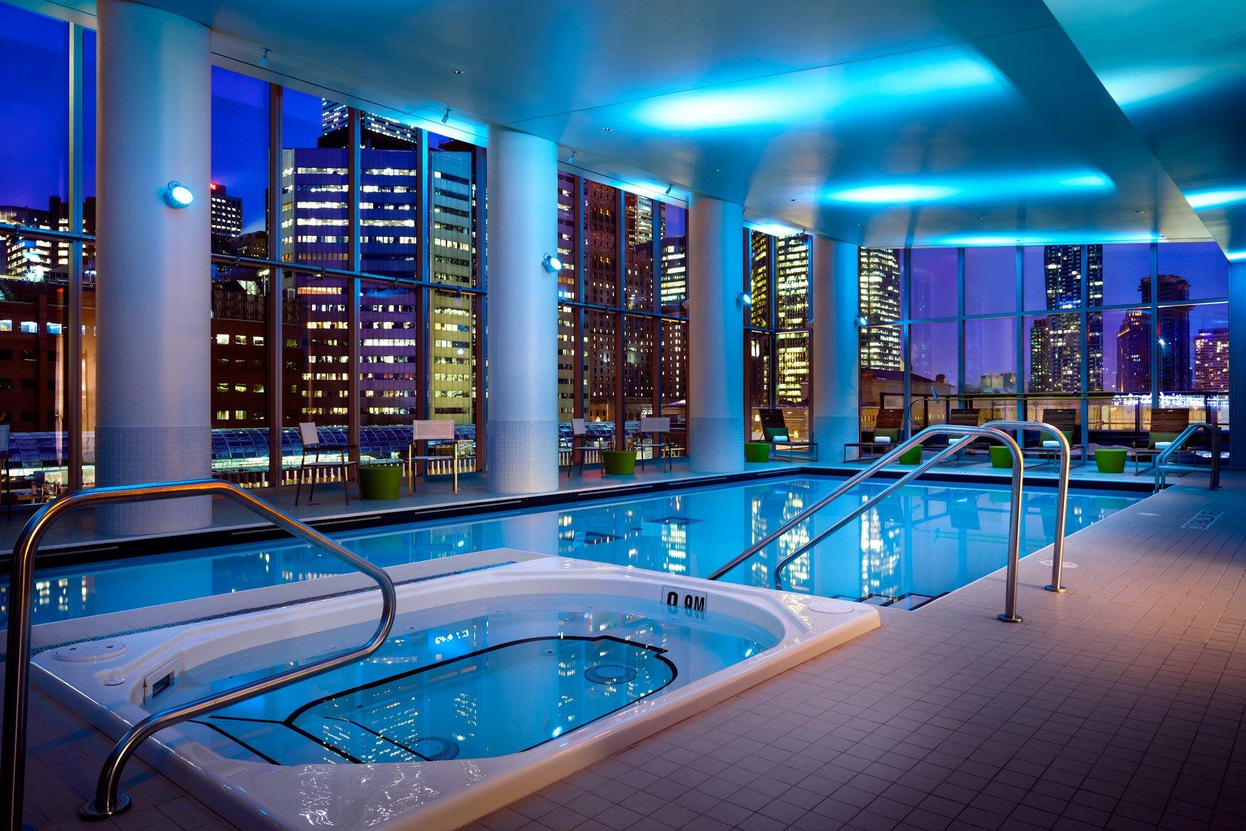 Delta Hotel Toronto pool
