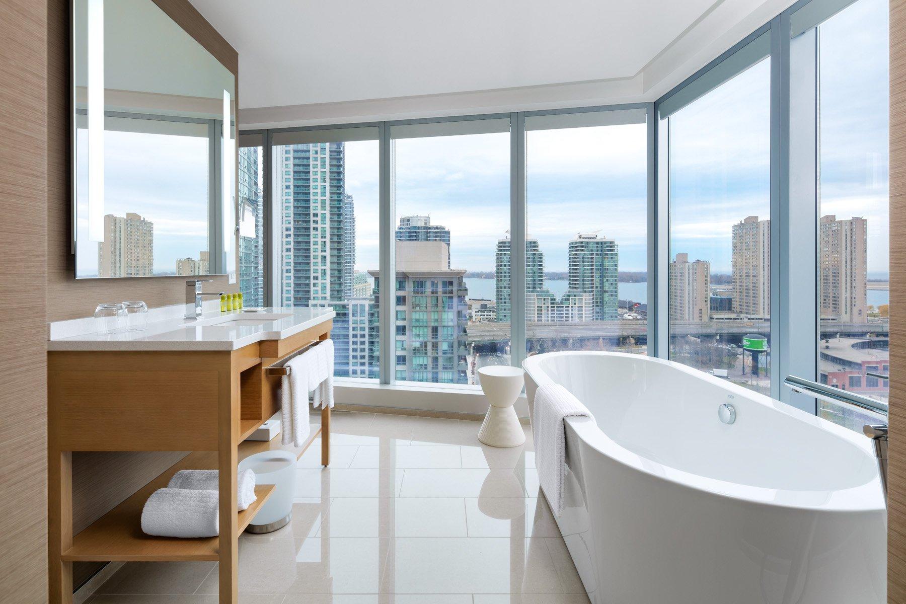 Delta Toronto Hotel bathroom