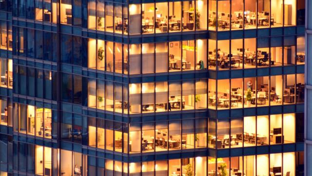 Widening variety of issuers sustains refinancing momentum